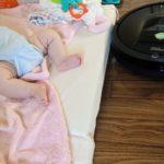 ルンバの騒音で赤ちゃんは起きるか?睡眠中の赤ちゃんの横でルンバを動かしてみました。