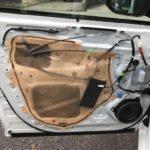 [車のスピーカー交換] リベットを電動ドリルなしで取る方法。
